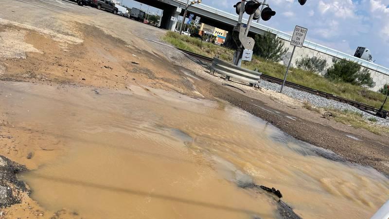 Sinkhole causes road closures in north Laredo