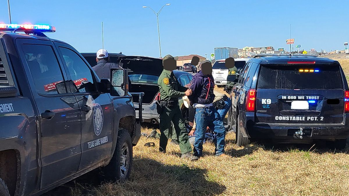 Human smuggling attempt escalates into car chase