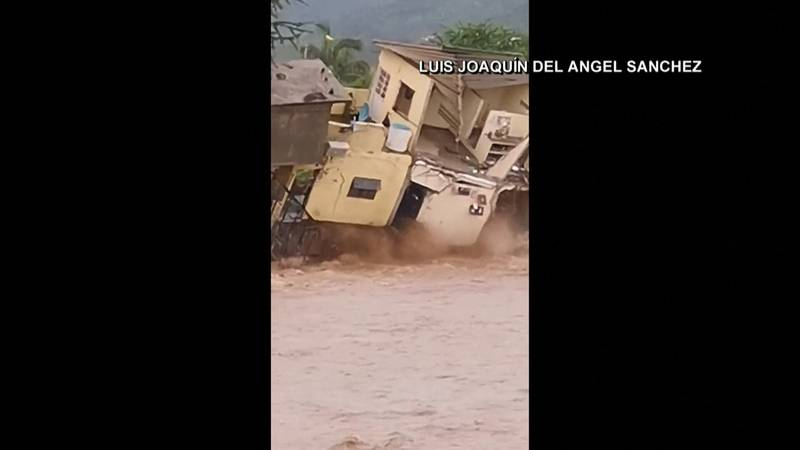 House in Mexico collapses into river